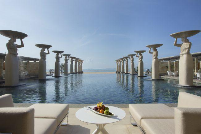 The-Mulia-The-Oasis-Pool