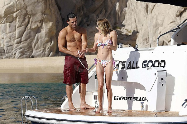 After all the cheating drama llama, LeAnn Rimes & Eddie Cibrian shows their affections to the world.