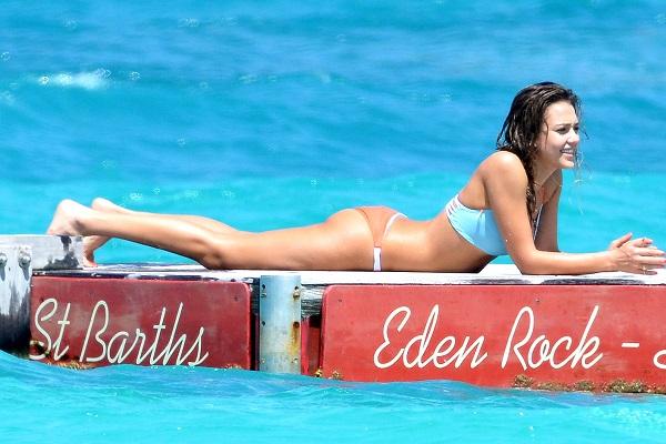 We swoon over Jessica Alba's rockin' body.