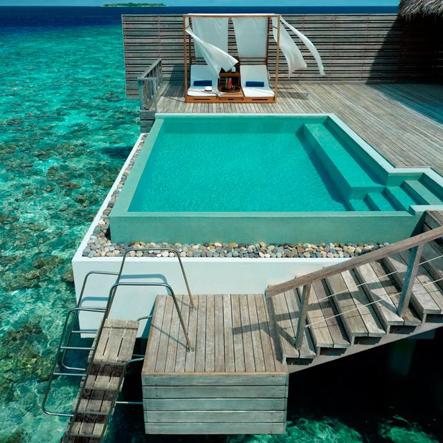 http-::sun-surfer.com:photos:2012:09:Dusit-Thani-Resort-Maldives.jpg