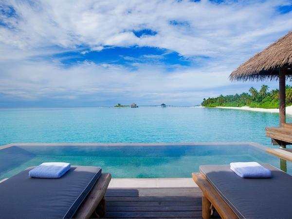 http-::www.comohotels.com:maalifushi:sites:default:files:styles:background_image:public:images:background:maalifushi_bkg_water_villa_pool.jpg