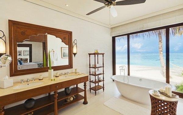 http-::www.destinasian.com:wp-content:uploads:The_Residence-0309_Beach_Villa-03Sep2011-1a533fc.jpg