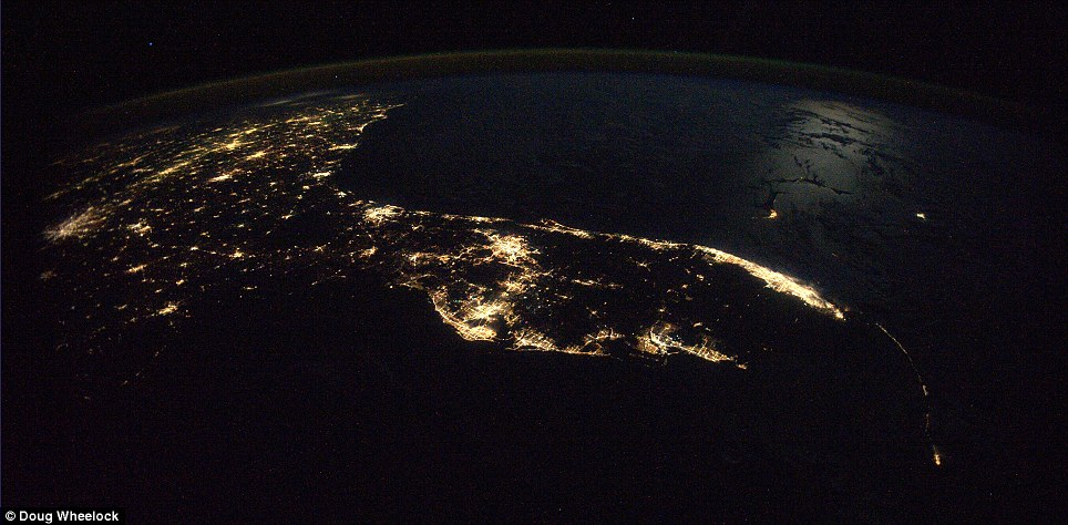 florida peninsula http-::www.dailymail.co.uk:sciencetech:article-1328467:Spectacular-night-time-photos-Earth-taken-space-station