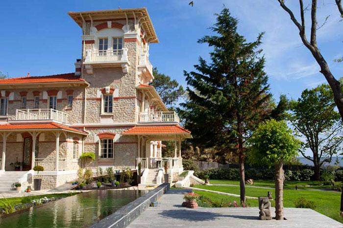 http-::www.lacoste-traiteur.com:wp-content:uploads:2013:05:Vila-la-Tosca.jpg