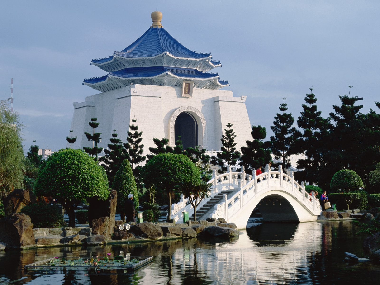 Chiang-Kai-shek-Memorial-Hall-2014