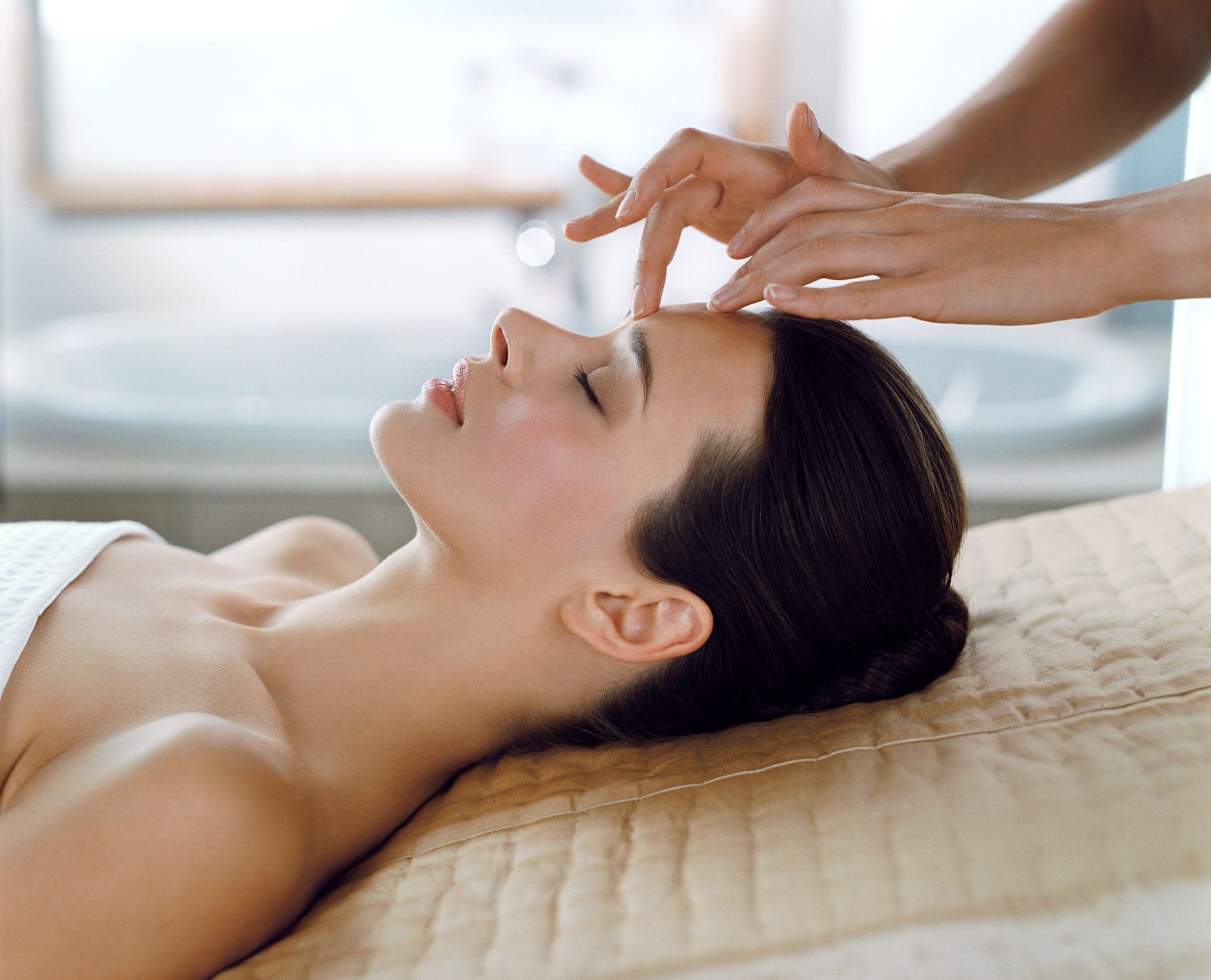Elemis-head-massage