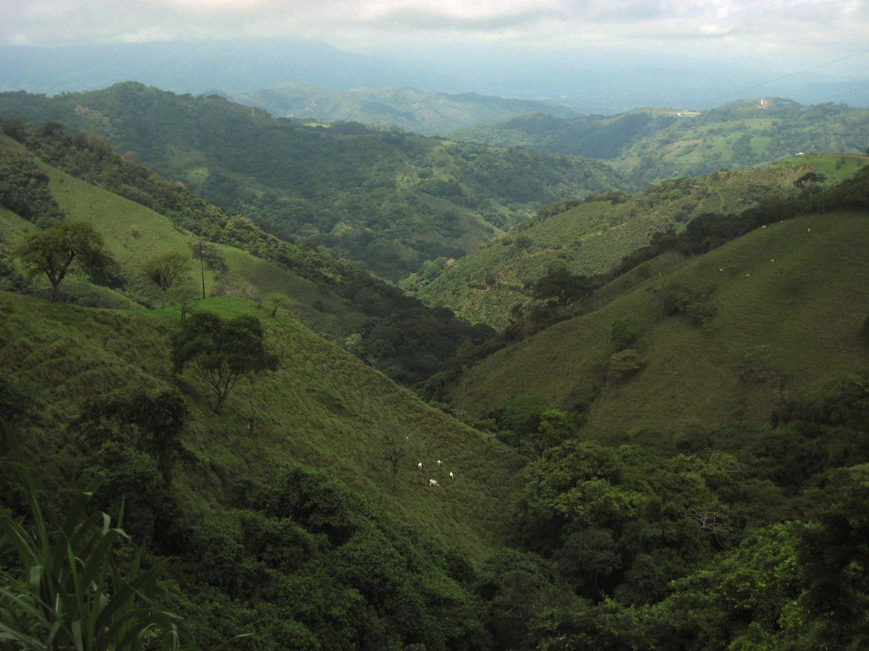 mountainous_countryside_along_the_road_to_san_jose_costa_rica