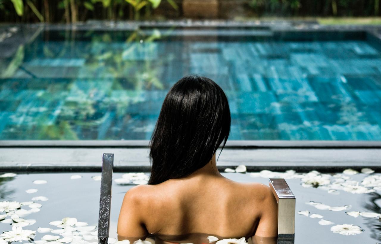 Pool-suite-view