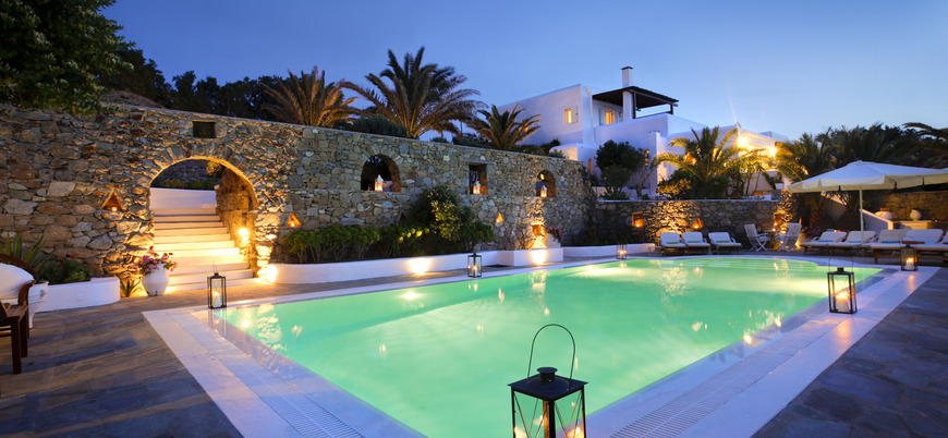 We could definitely throw a pool party here!
