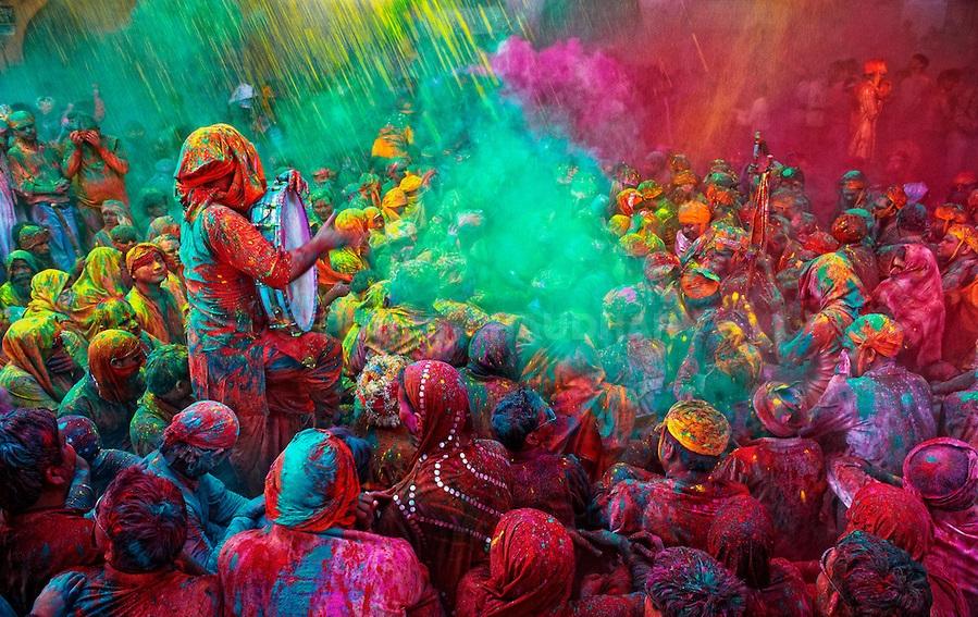 The-Holy-Singer-Holi-India
