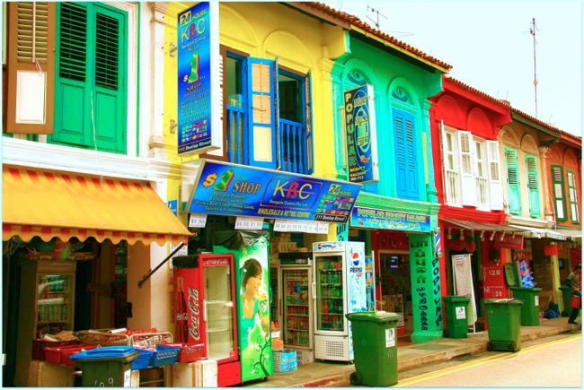 Colourful chaotic houses in Little India