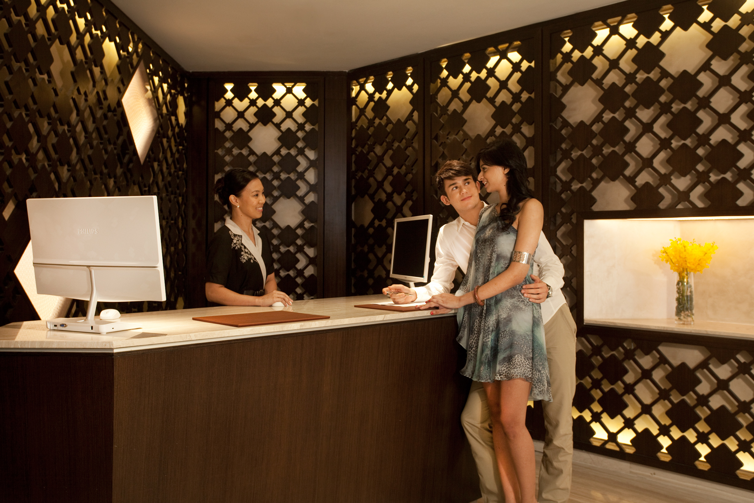 Naumi-Liora-Hotel-Reception