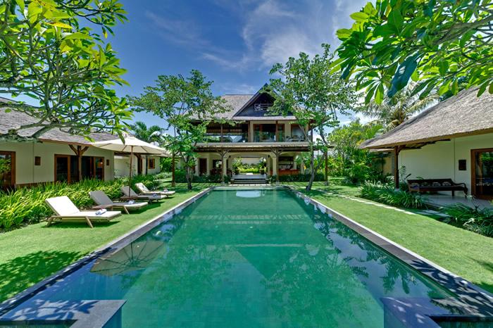 villa-asmara-view-across-pool-to-main-house