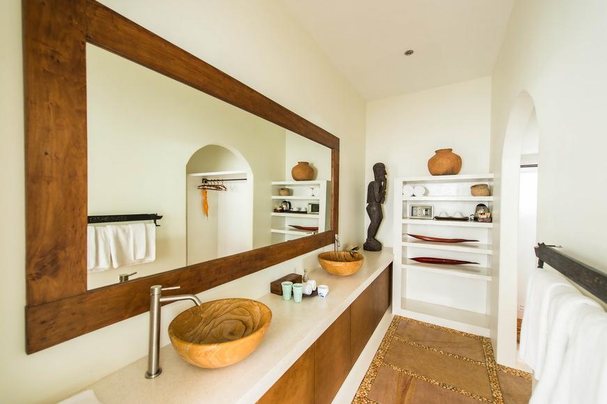 Grand-Tour-bathroom-871x580