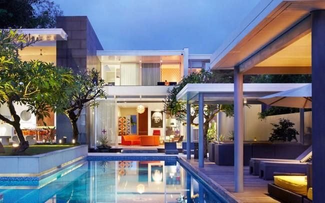 Luna2-private-hotel-at-night-e1440222353396