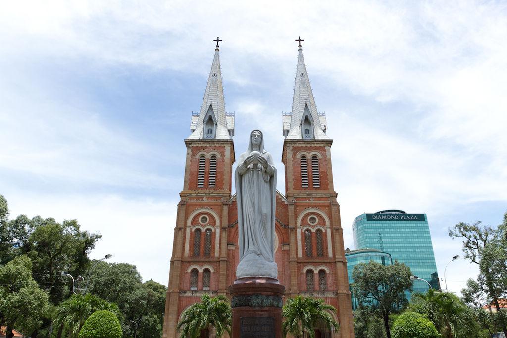Notre_Dame_Ho_Chi_Minh_City-1