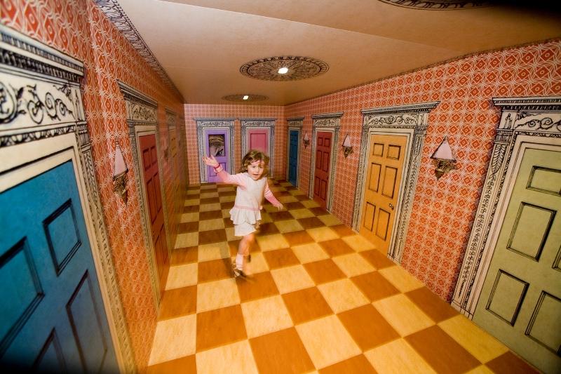36-wonderland-shrinking-room