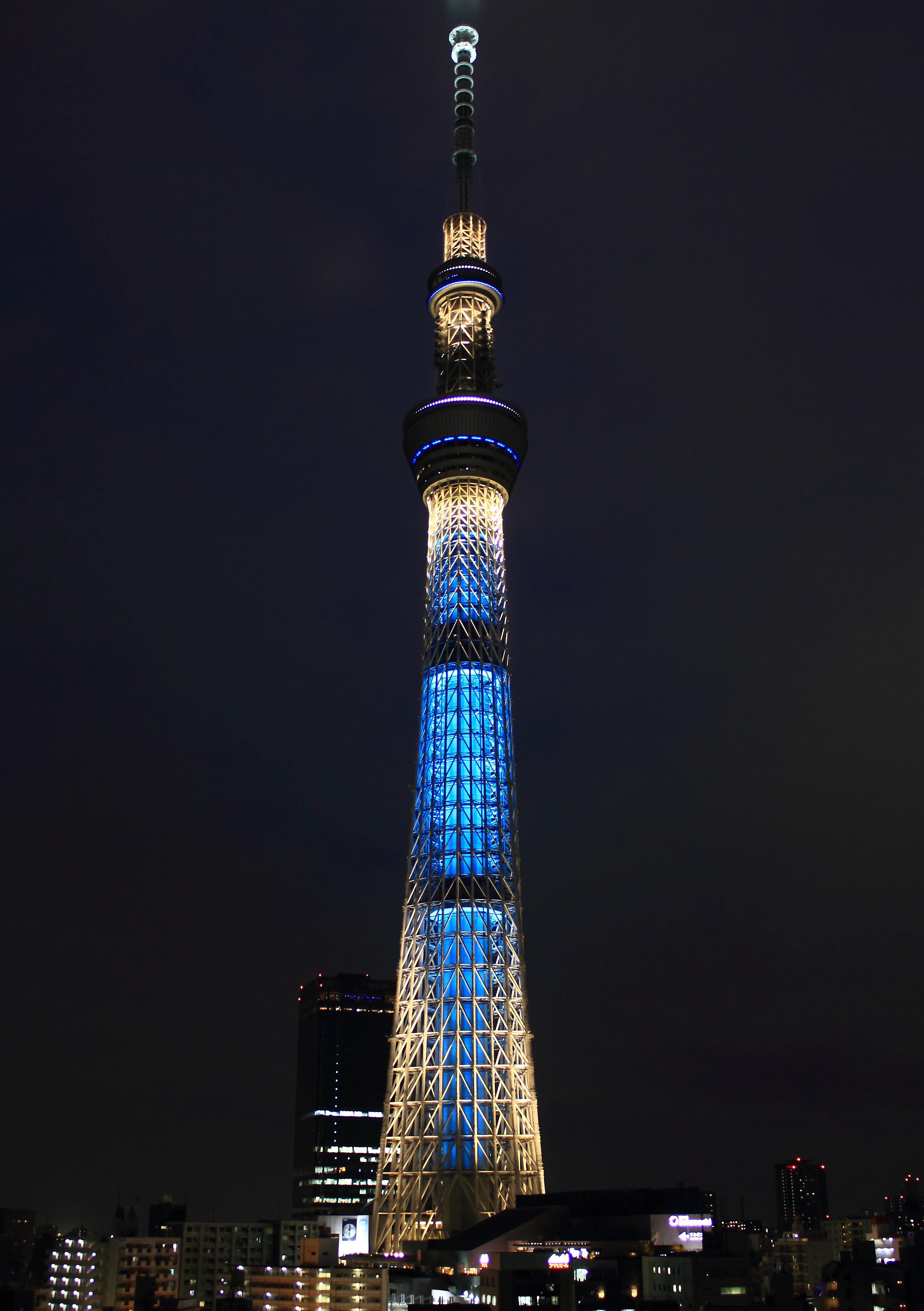 Tokyo_Sky_Tree_at_night_(Iki) (1)