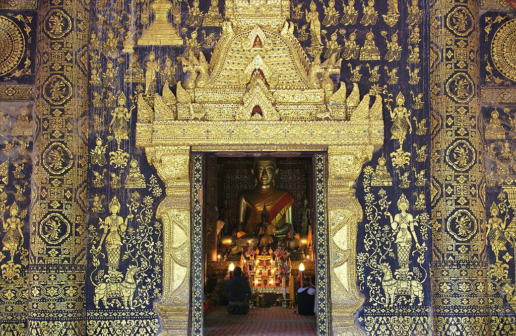 Wat_Xieng_Thong_golden_wall
