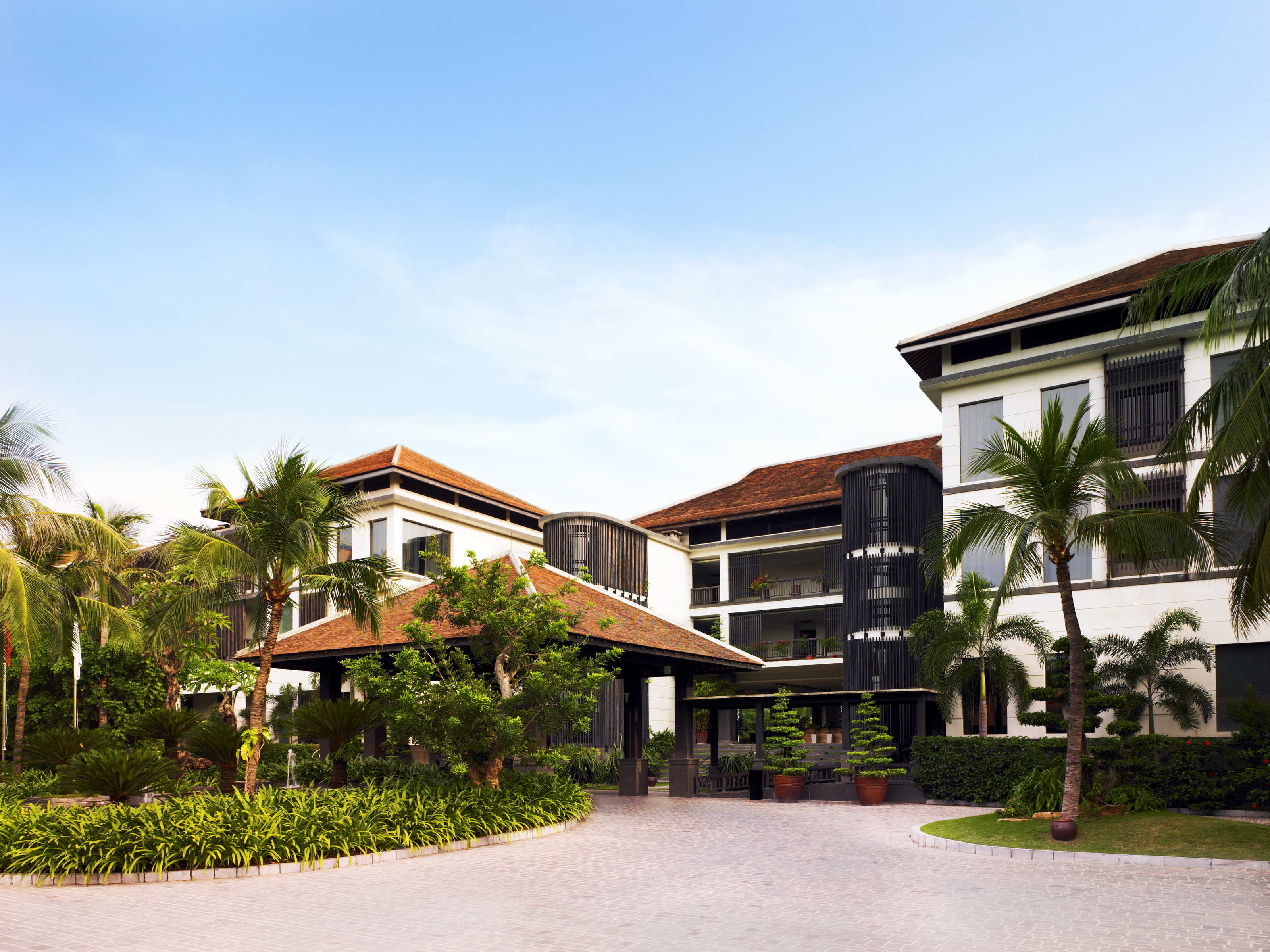 43699466-H1-Resort_Exterior