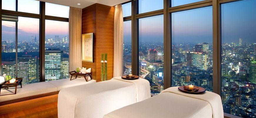 slideshow_002867-05-spa-room-huge-windows-city-view-night