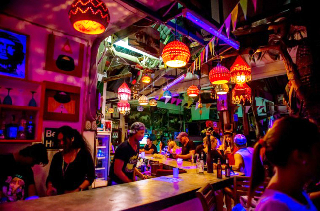 Reggae-Bar-Nai-Harn-Beach-759x500