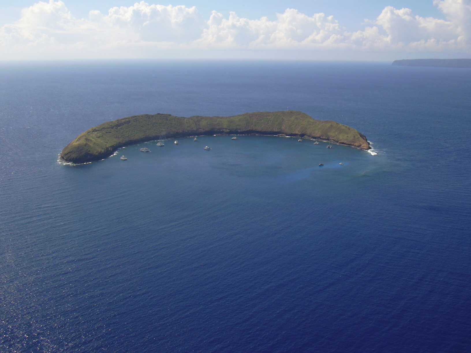 Starr_041014-0402_Molokini_-_General_View_in_October_2004