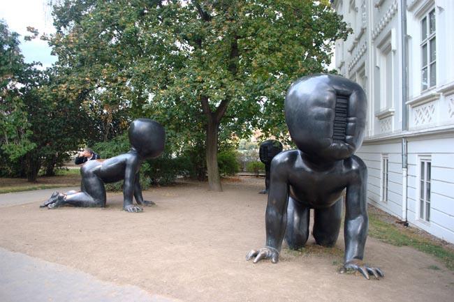david-cerny-sculptures
