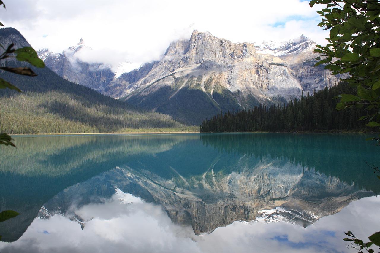 emerald-lake-987930_1280