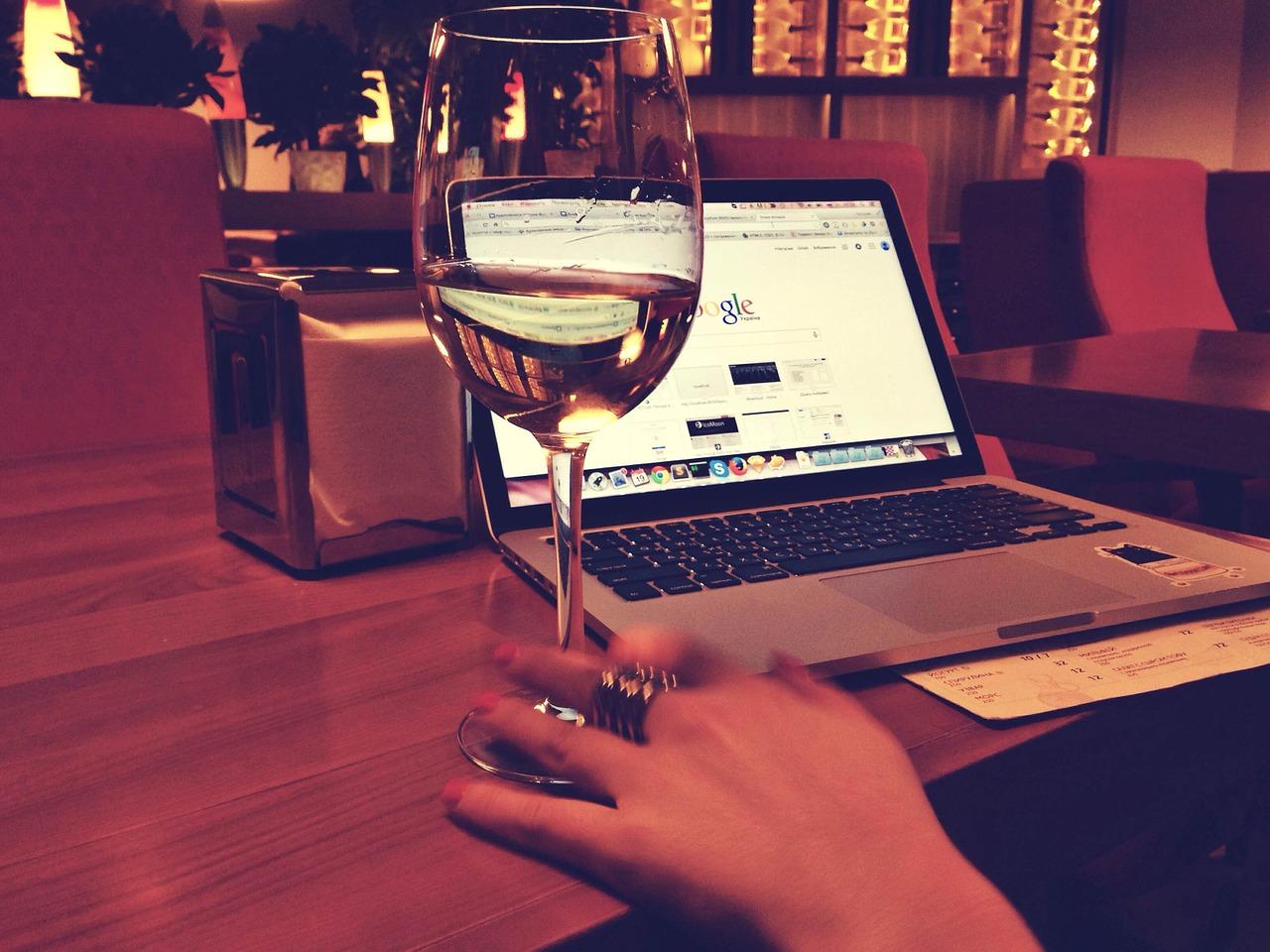 macbook-925914_1280