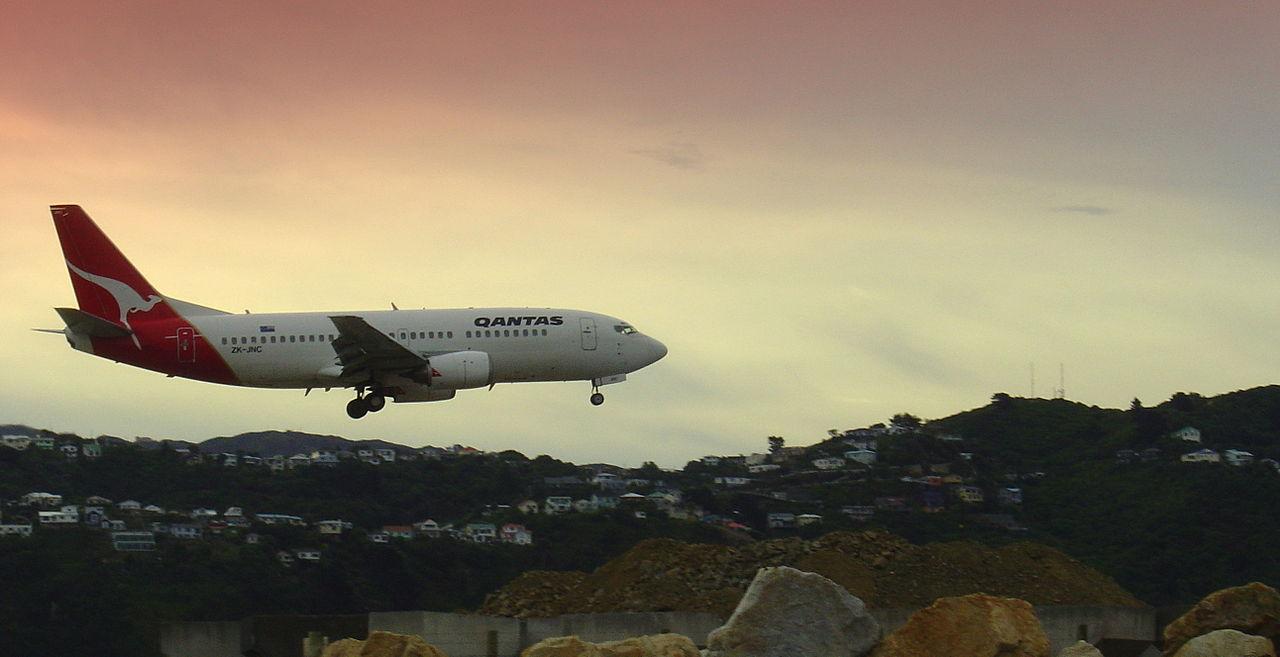 1280px-WLG_Qantas_737