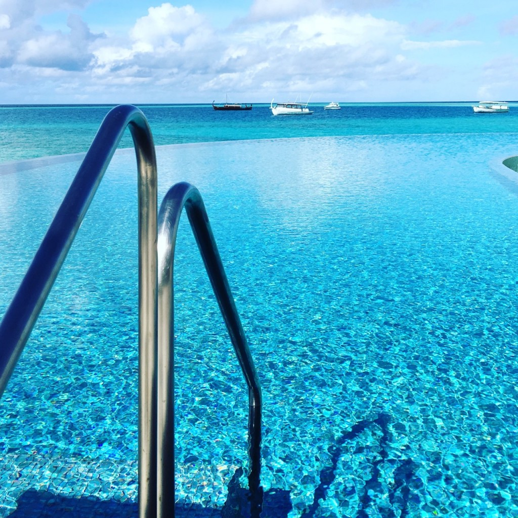 Baros_Maldives_Luxury_Resort_Paradise_blue_infinity_pool-1024x1024