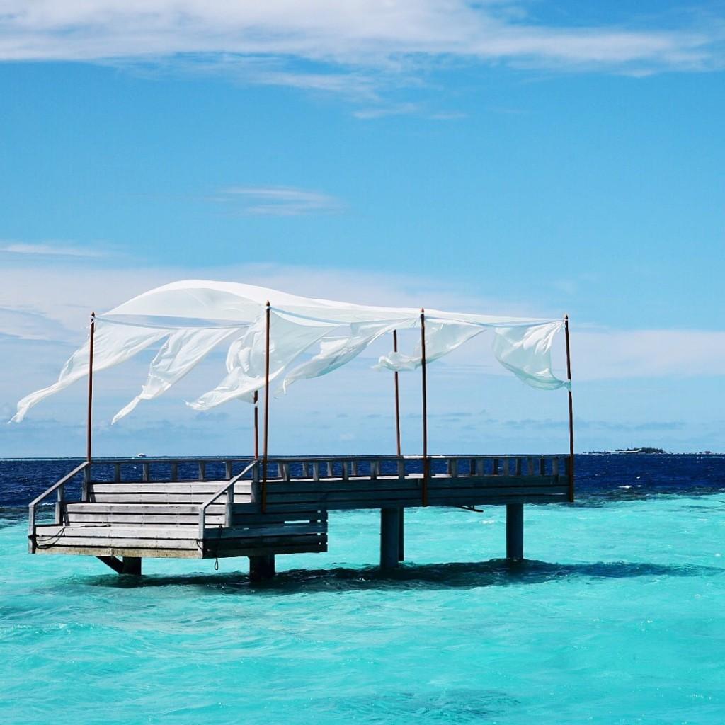 Baros_Maldives_Luxury_Resort_Paradise_destination_dining_pontoon-1024x1024