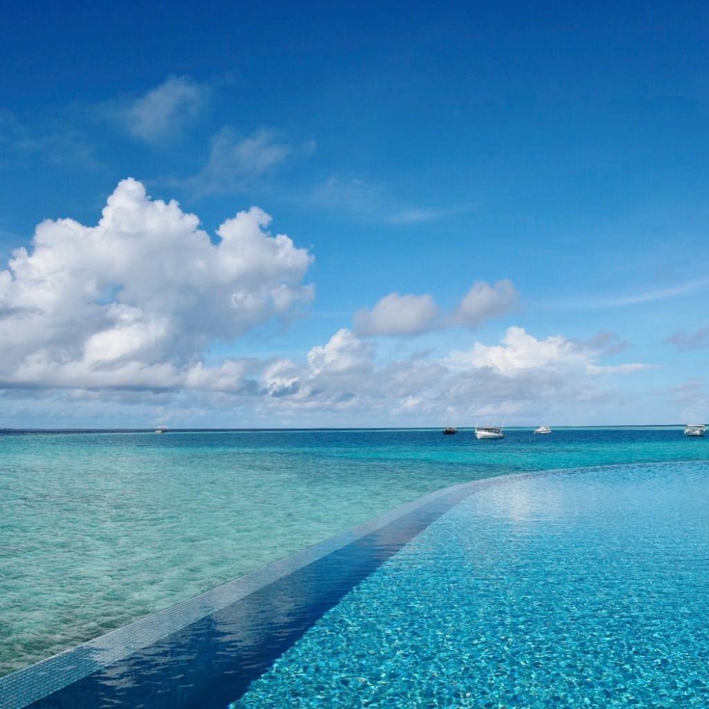 Baros_Maldives_Luxury_Resort_Paradise_infinity_pool_blue-1024x1024