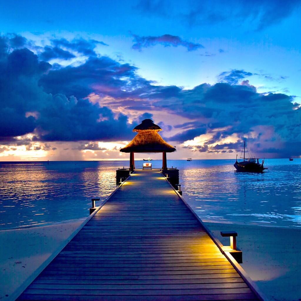 Baros_Maldives_Luxury_Resort_Paradise_sunset-1024x1024