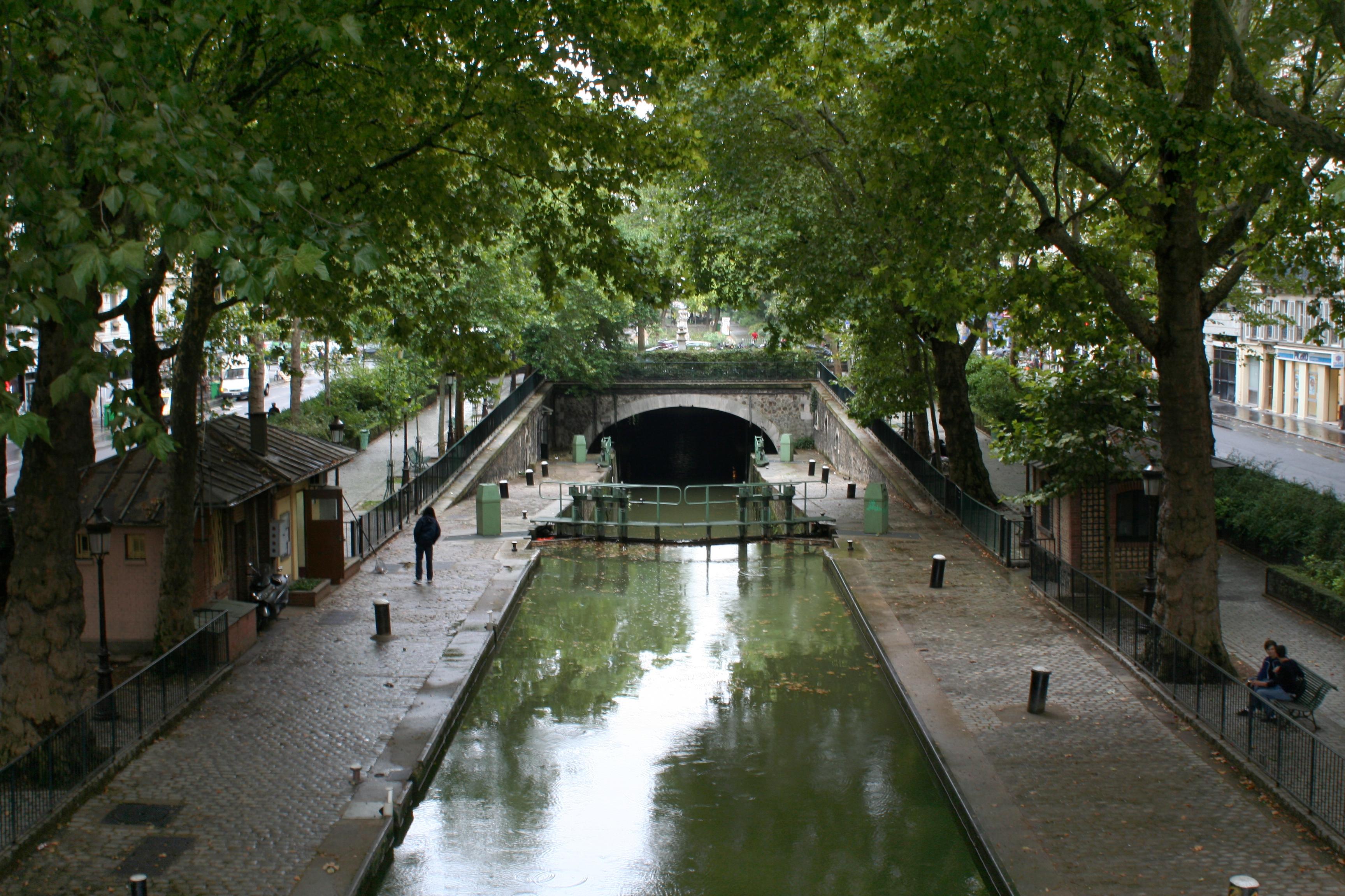 Canal_Saint-Martin,_écluse_du_Temple,_vers_l'aval