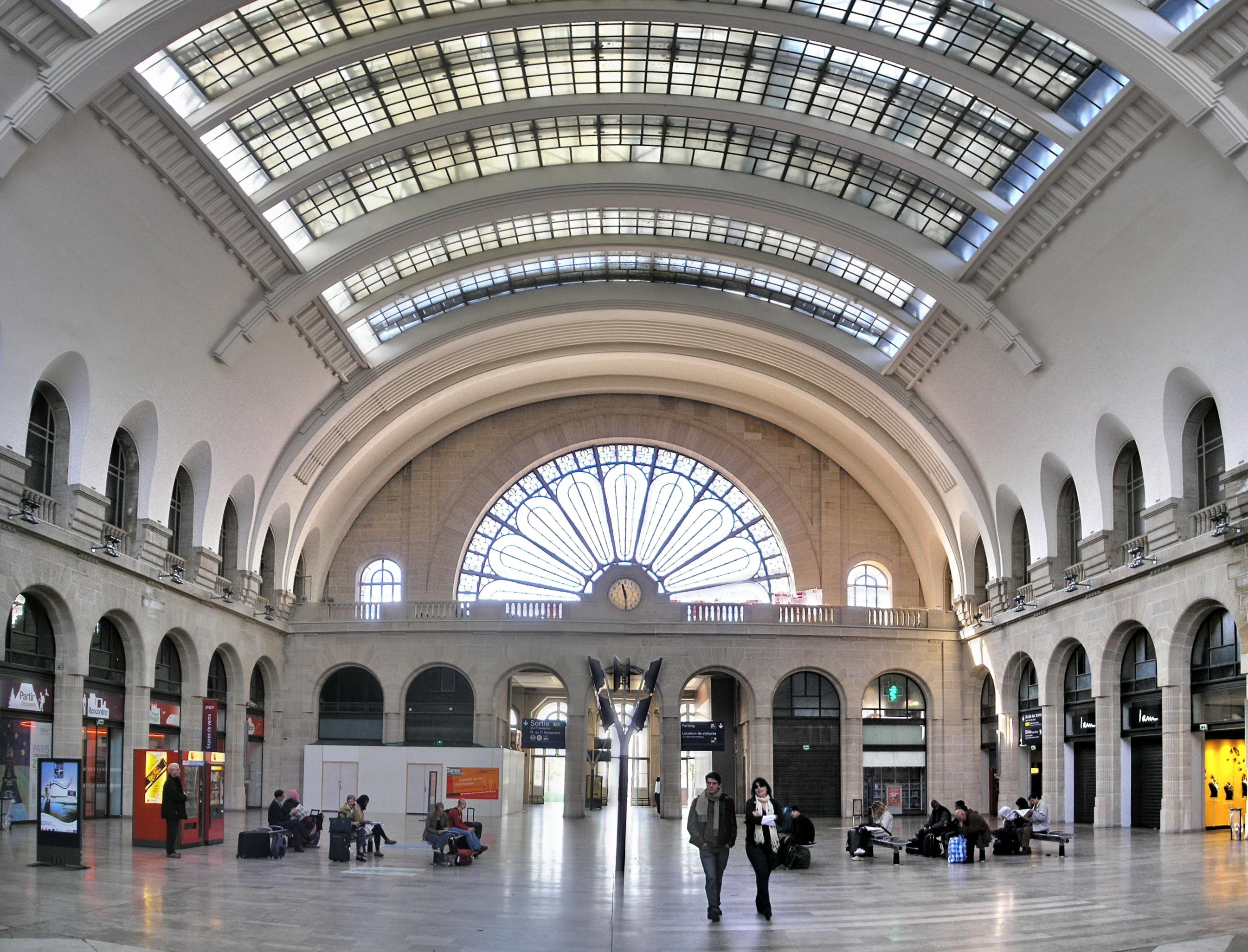Gare_de_l'Est_Paris_2007_a4