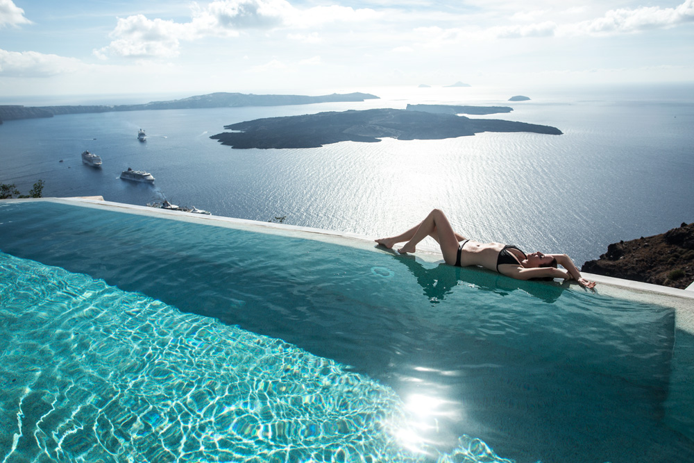 Grace-Hotel-Santorini-Luxe-Nomad-Pool-Oracle-Fox.5