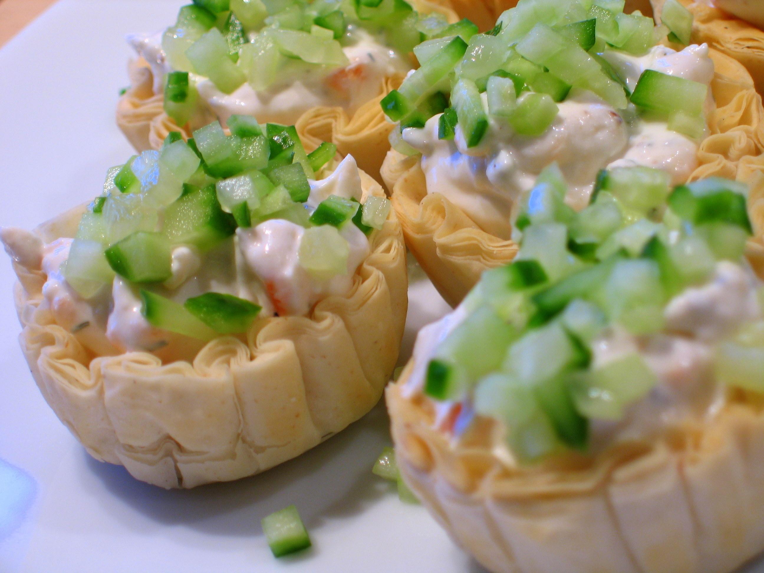 Smoked_salmon,_chive,_cream_cheese,_sour_cream_and_cucumber