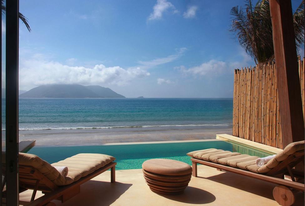 975x660_03_ocean_front_villa_pool