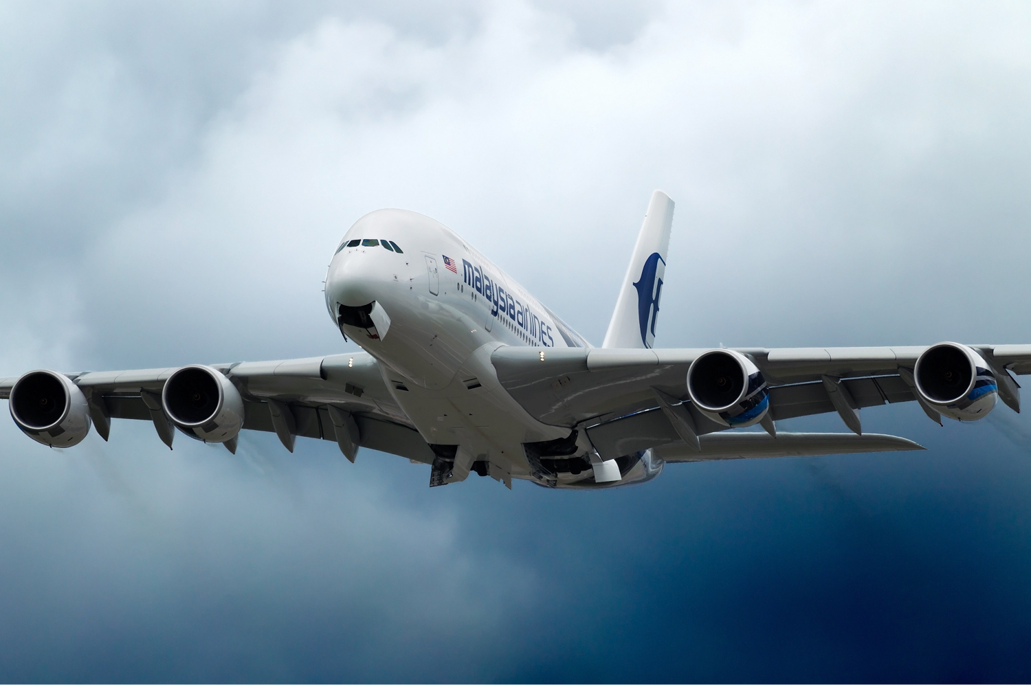 Malaysia_Airlines_Airbus_A380_Beltyukov-1
