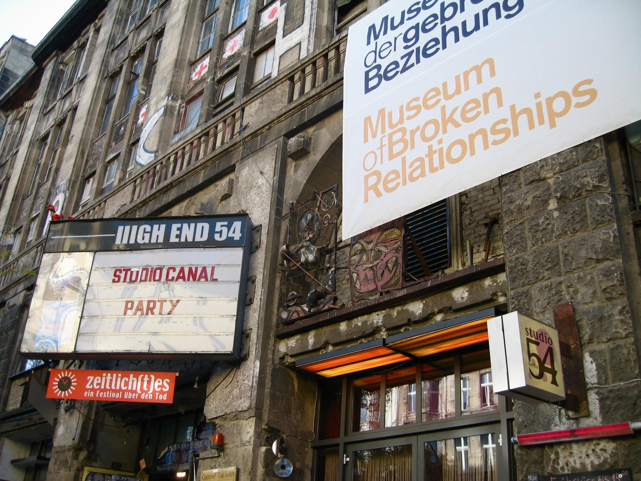 Museum_of_Broken_Relationships_in_Berlin_20071023