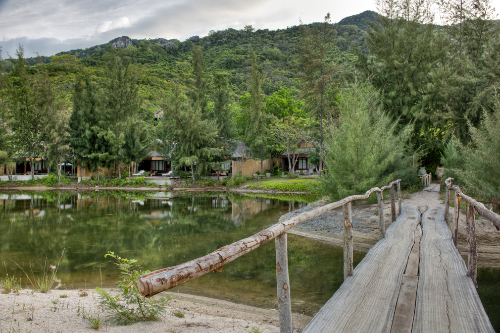 2012_12_Lagoon-surounded-by-villas