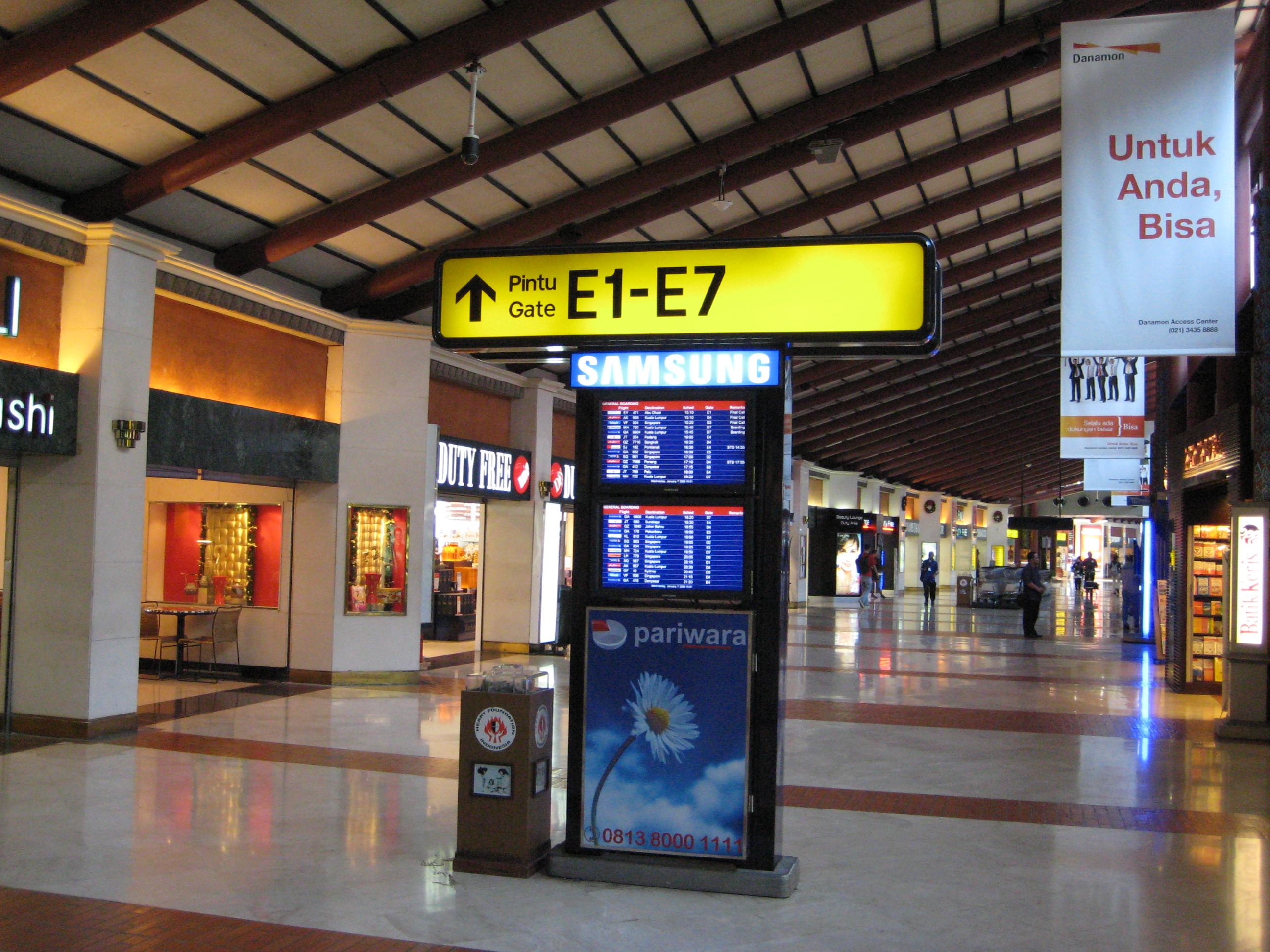 Jakarta_airport_shops
