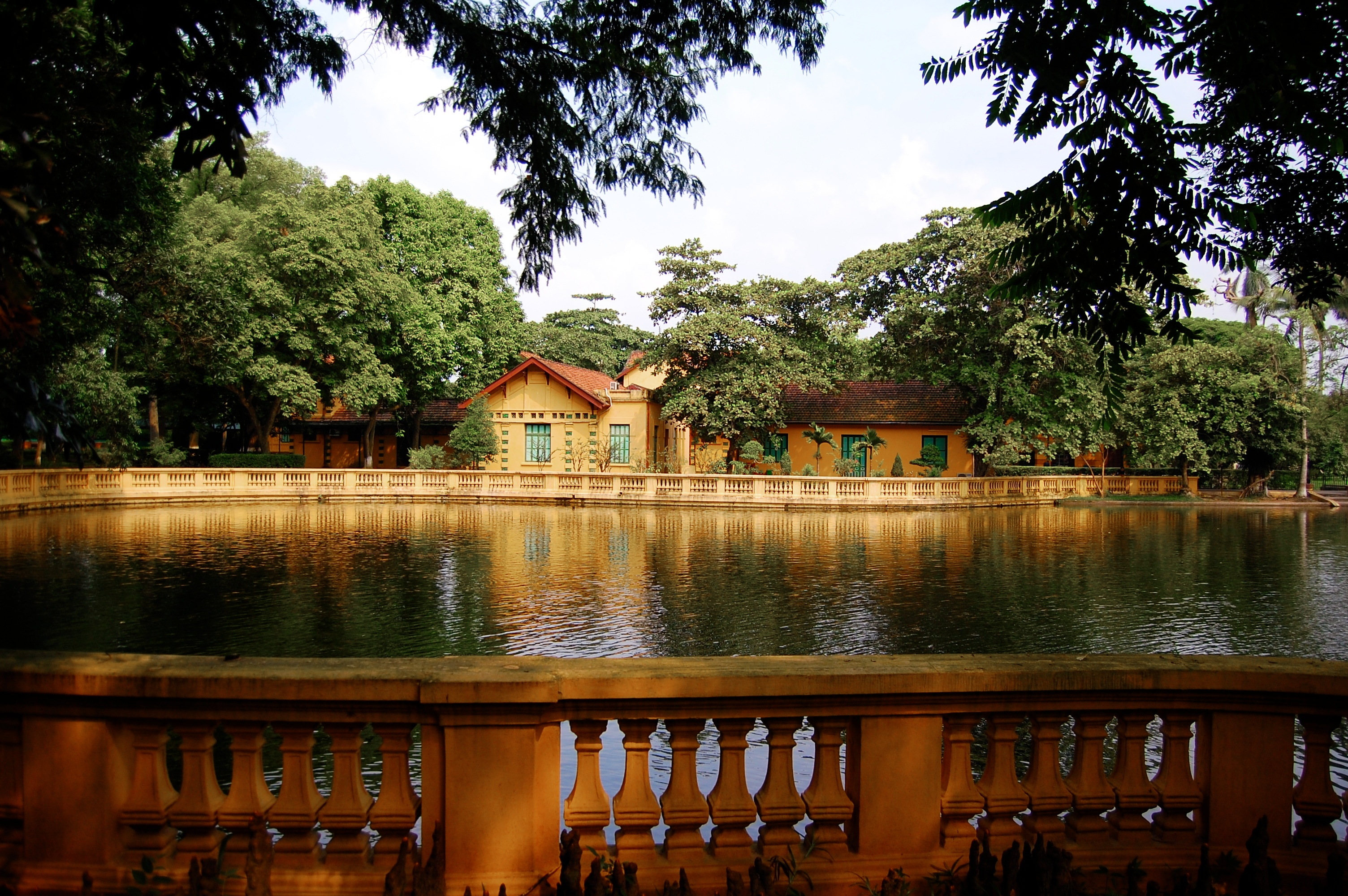 Presidential_House_Hanoi_2803356508_5221a7a0da