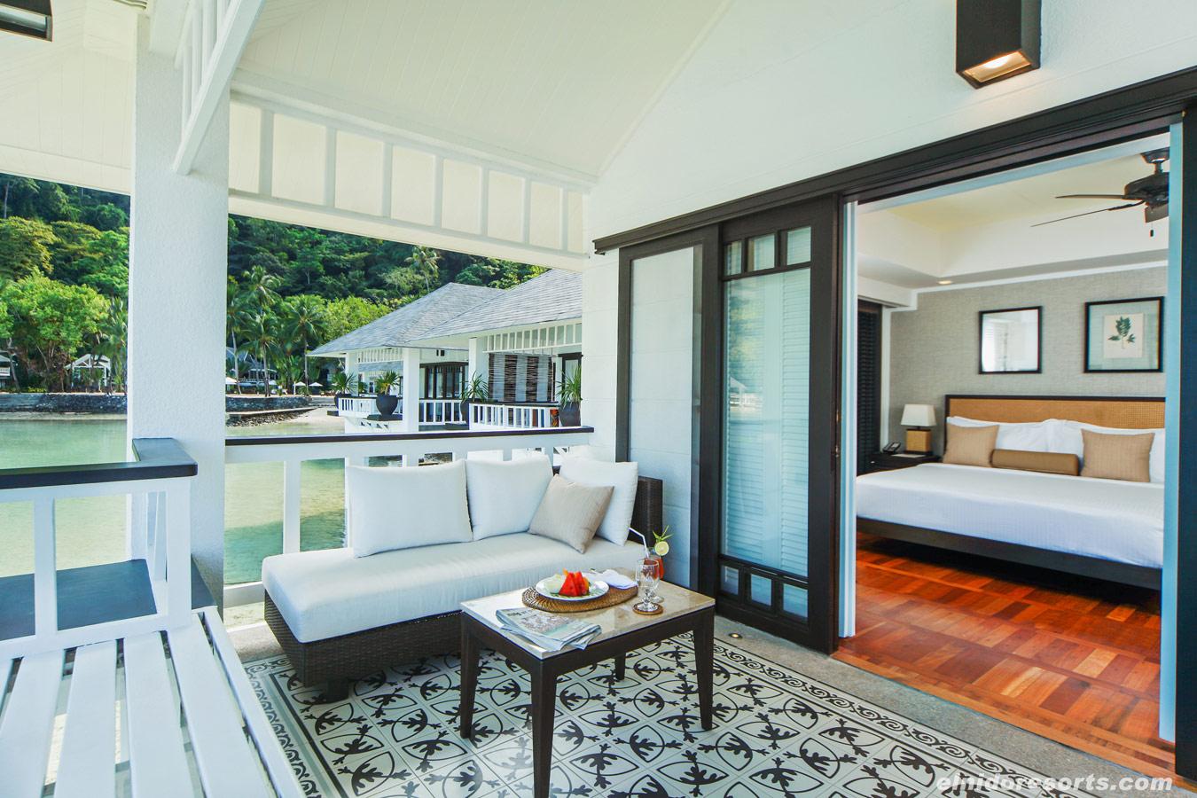 11-lagen-island-water-cottage-veranda-3