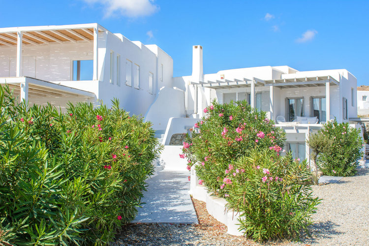 mykonos-the-luxe-nomad-greece-what-to-do-hotels-2