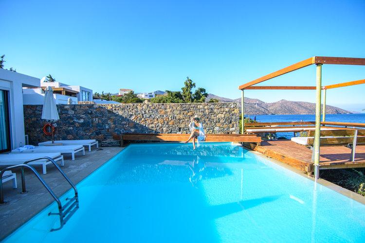 the-luxe-nomad-luxury-villas-crete-greece-st-nicolas-bay-resort-hotel-6