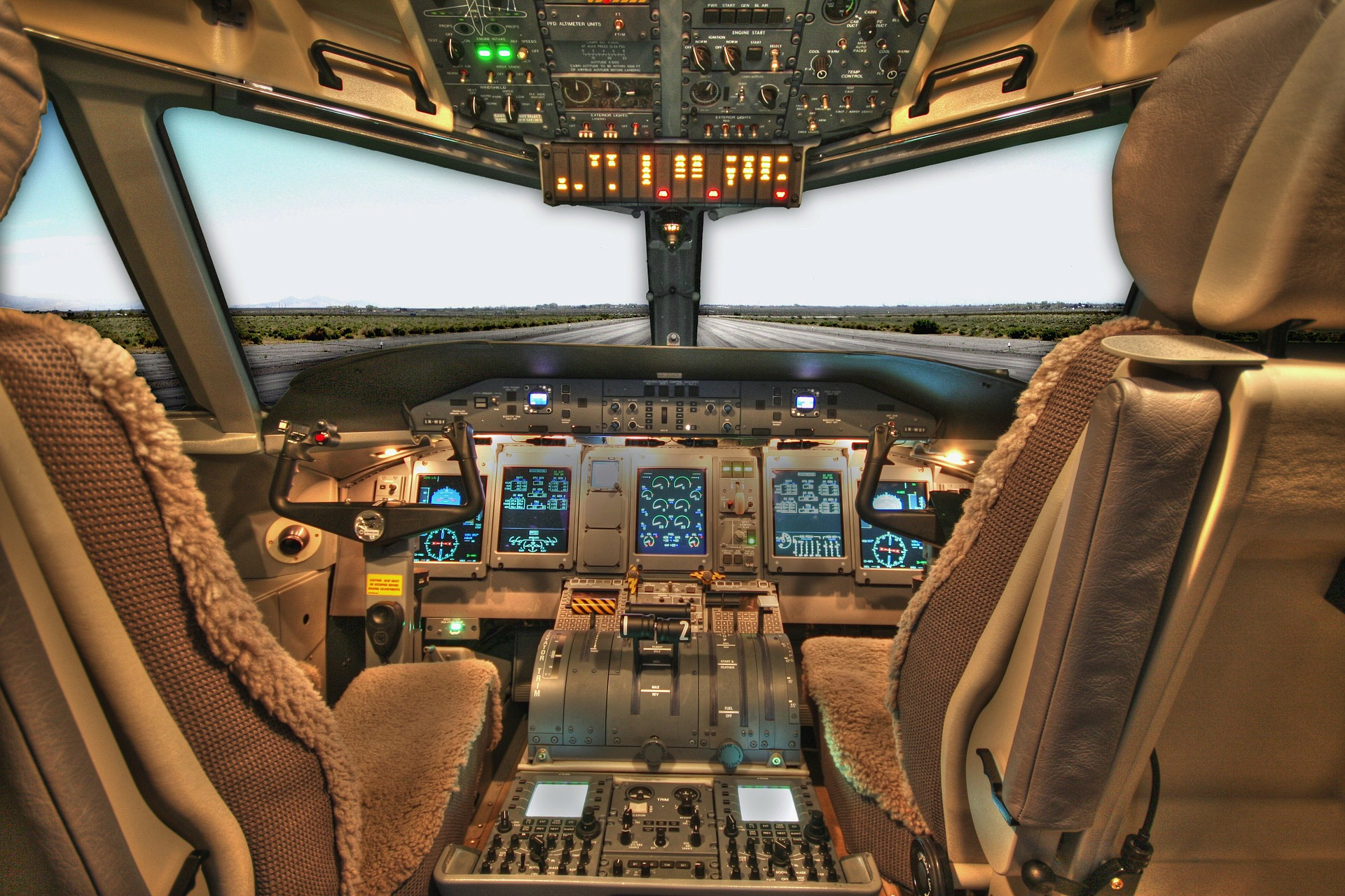 cockpit-100624_1920