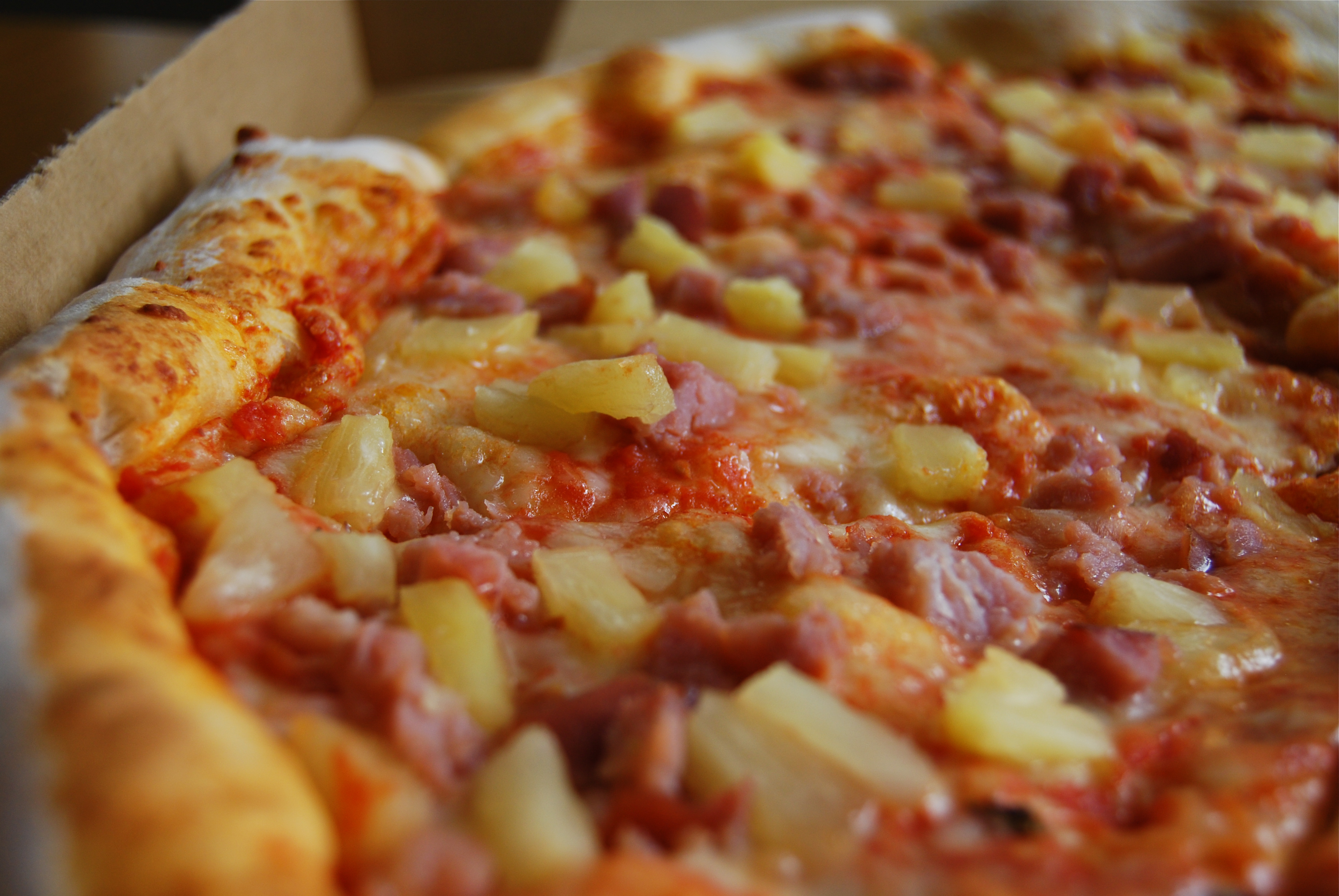 pizza_with_pineapple
